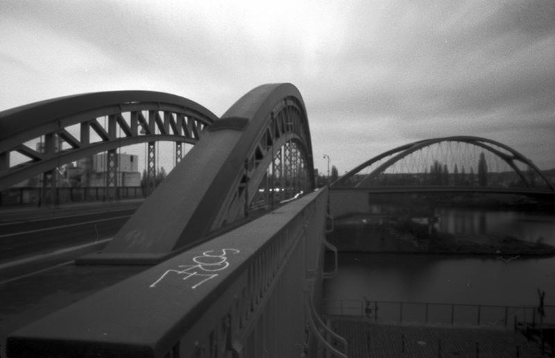 Honsell- und Osthafenbrücke im Osthafen